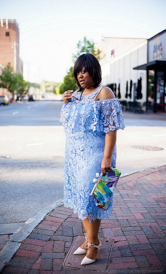 blue-lace-dress-with-cat-eye-on-robincharmagne
