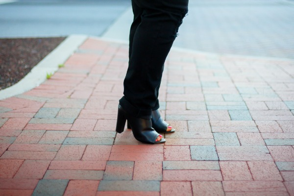 black-block-heel-mules-robincharmagne