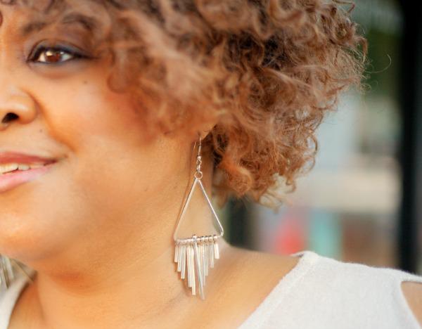 silver-dangle-earrings-robincharmagne