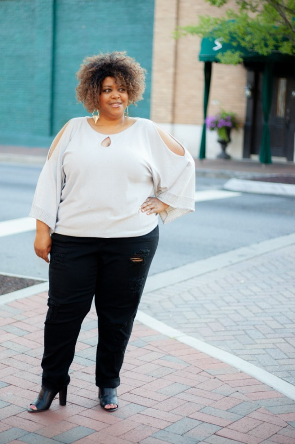 silver-sweater-black-jeans-robincharmagne